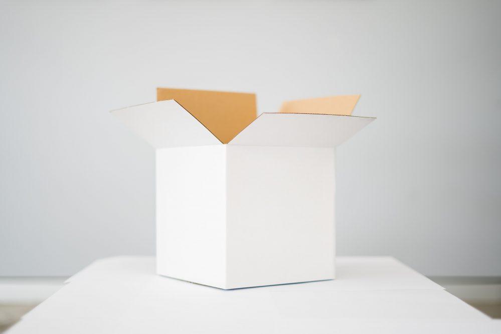 真っ白な箱の写真